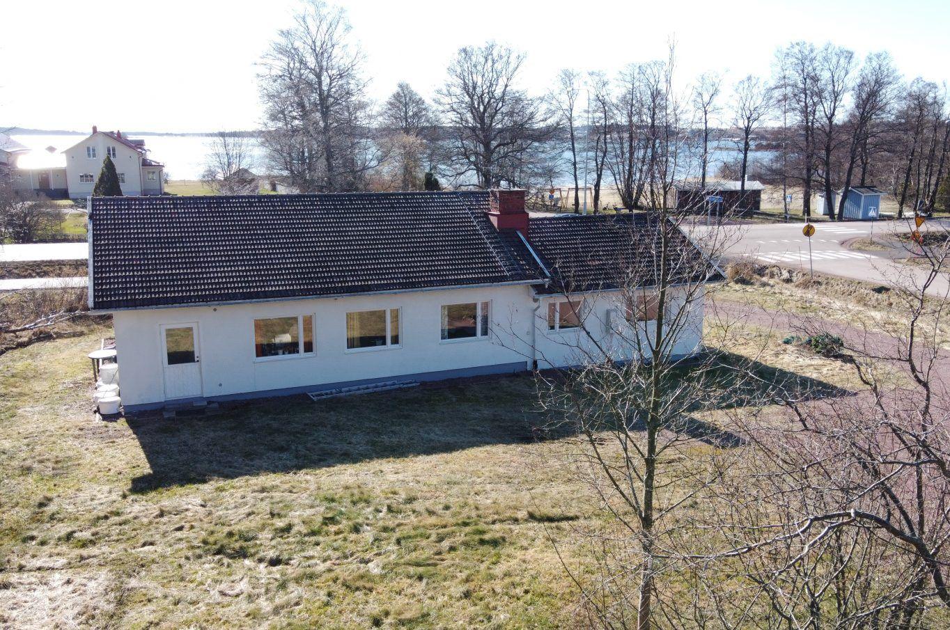 Bostadshus med sjöutsikt vid Örtvägen/Lemlandsvägen 94 i Jomala.