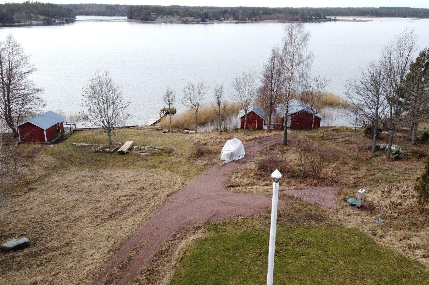 Bostadstomt med tillgång till strand i Mörby, Hammarland