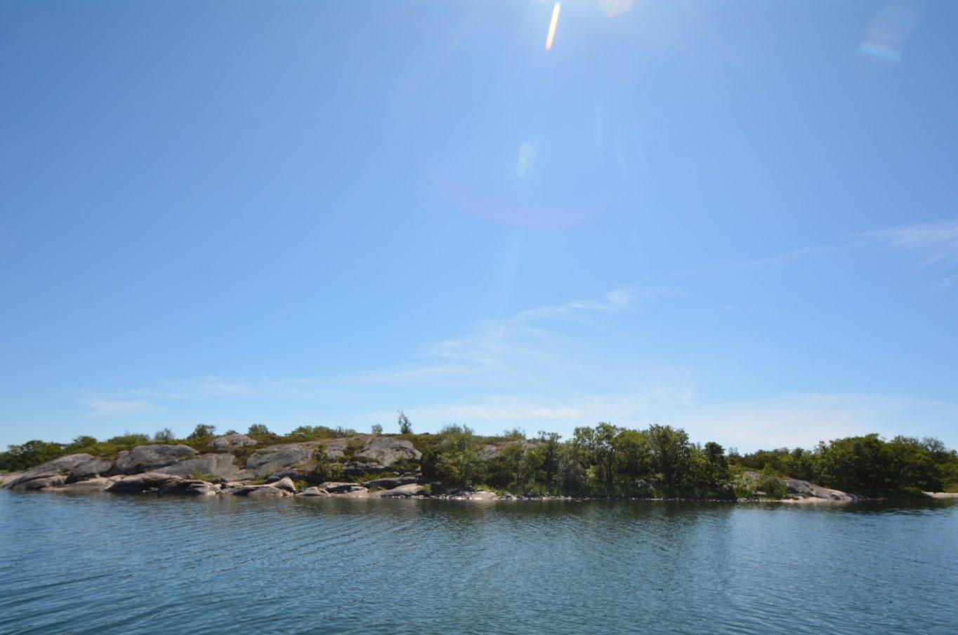 Bergsbunden strandfastighet på holmen Lindö i Karlby, Kökar