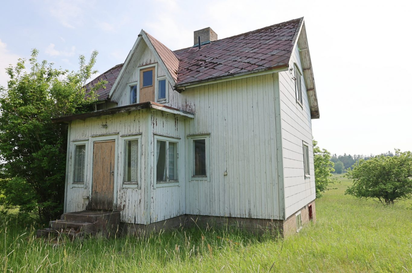 Gammalt bostadshus och uthus på naturskön fastighet i Lappo, Brändö