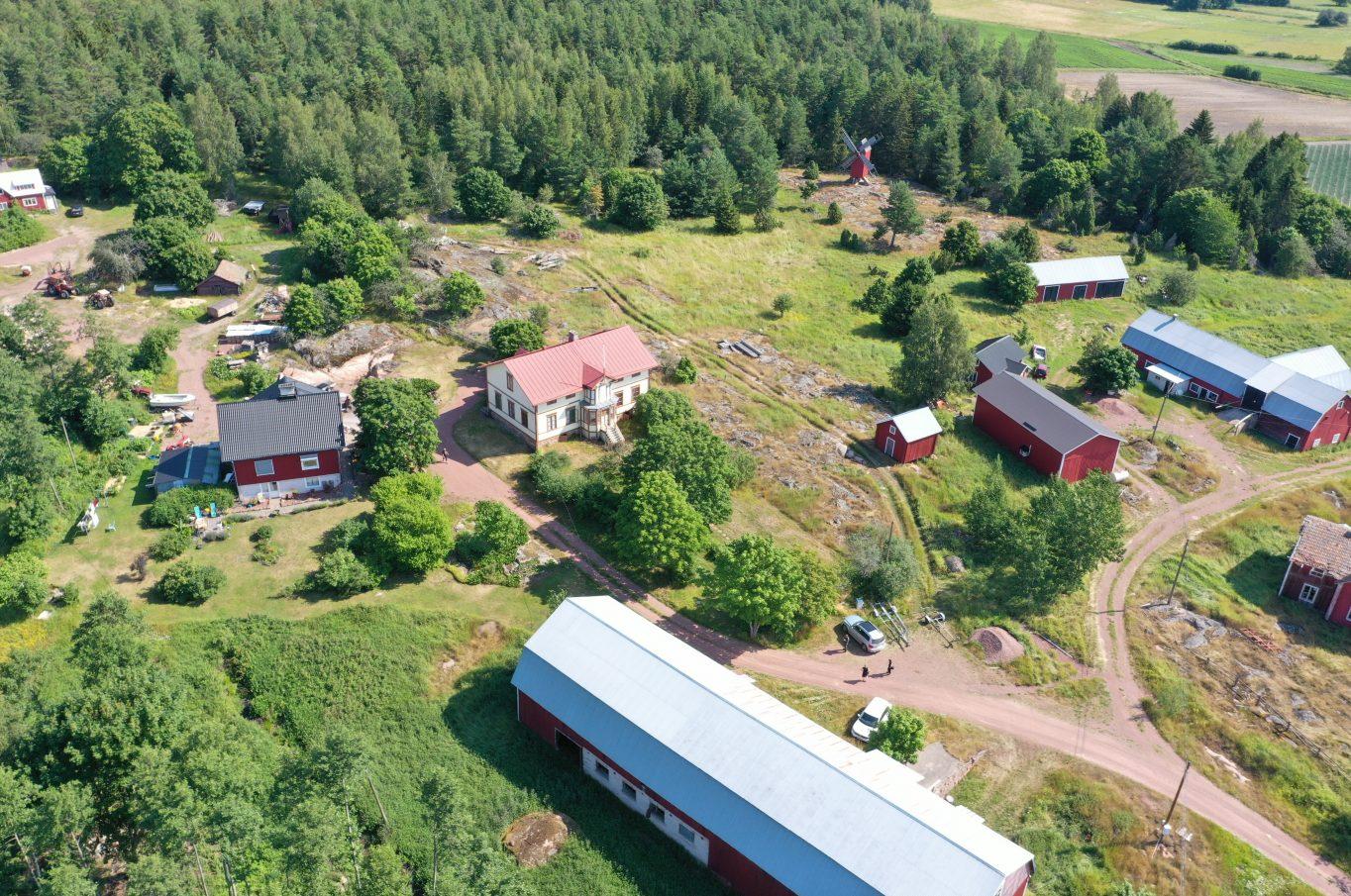 Ståtlig mangårdsbyggnad i Västergeta, Geta